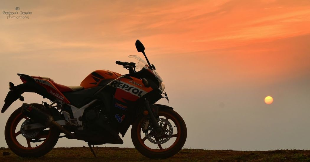 I never met a sunset i didn't like..🌄 Hello World Check This Out Sunset Sunset_collection EyeEm Best Shots EyeEm Nature Lover EyeEm Gallery Eyeem Market Bike Beautifulskiesandclouds Orange Repsolhonda Repsol250r Akrapovicexhaust HRC Mountains Hills Bababudangiri Chikkamagaluru Nikonphotography Nikonofficials Samuelharis Samuelharisphotography
