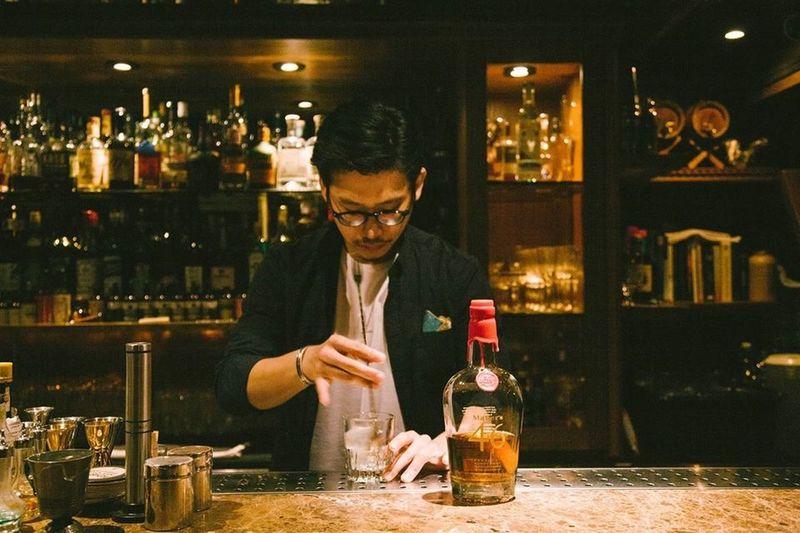 Alchemy Bar Taipei Wisky Oldfashioned Classic Bartender