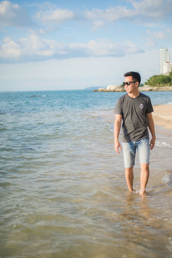 Best EyeEm Shot EyeEm Nature Lover Beauty In Nature Cloud - Sky Front View Full Length Hansome Leisure Activity Lifestyles Man And Sea Nature One Person Real People Sea Seascape Sky Sunglasses Walking Water Young Men