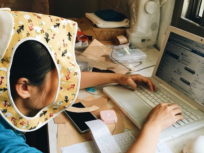 Work Working Computer Socialmedia Facebook Fanpage Message Cloth Tailor Busy