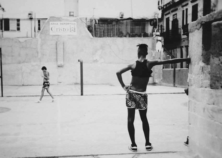 NEM Black&white Tadaa Community EyeEm Best Shots - Black + White EyeEm Best Edits B&w Street Photography Blancoynegro Streetphoto_bw Monochrome Portrait Light And Shadow Blackandwhite Streetphotography Traveling Eye4 The Streets Cuba Havana