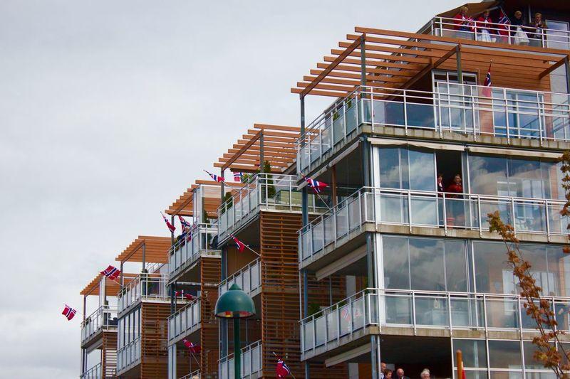 Gratulerer masse med dagen Norge! 17. Mai i Tønsberg. 17.mai Tønsberg  Norway Celebration Architecturelovers Sundaycelebration ✌✌ Postcardfromnorway Congratulations