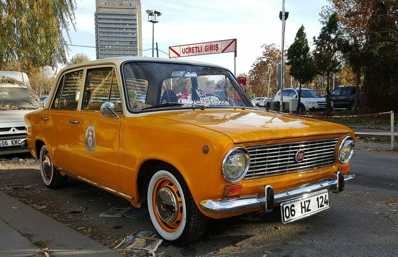 Murat124 Eskilerden Sonbaharhavası Renkli Classic Car Sarı Yellow Sokaktahayatvar Sokakfotografciligi Taking Photos