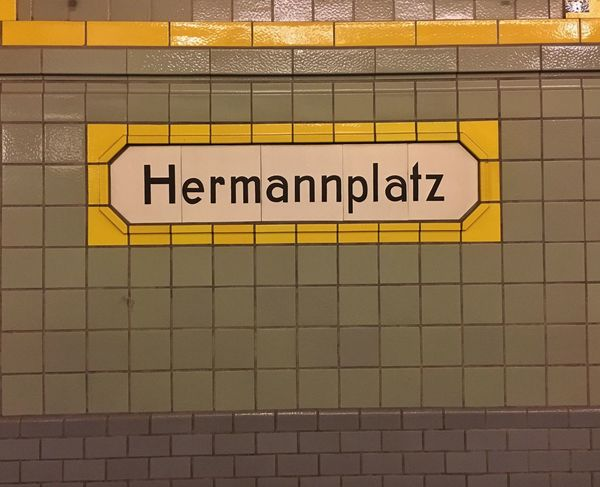 Yellow Text Communication Urban Geometry Berlin Berliner Ansichten U Bahn U Bahnhof U-Bahn Subway Subway Station Hermannplatz Tiles Tiled Wall