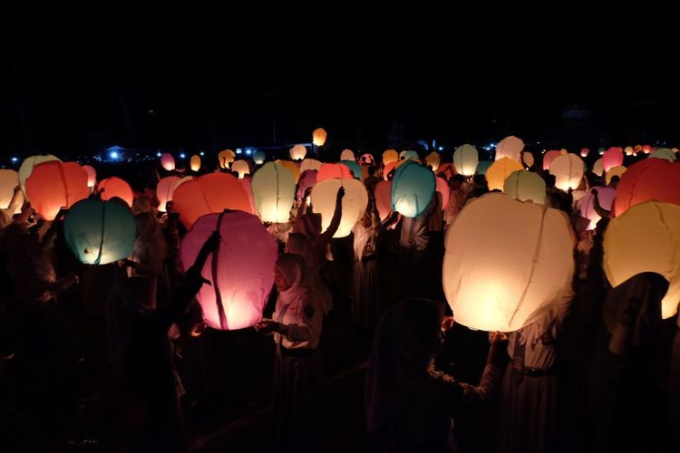 Traditional festival Night Illuminated Lighting Equipment Group Of People Large Group Of People Crowd Celebration Lantern Light Glowing Paper Lantern 10 10 EyeEmNewHere