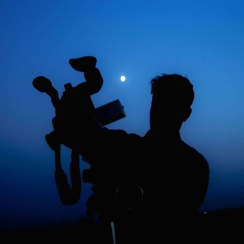 اندکی صبر سحر نزدیک است پی نوشت: عکسی که سالها پیش در خلال ساخت فیلم کوتاهم از برادر بزرگم گرفتم. نماد صبر و سازش ماه شب آبی آسمان  سحر صبر فیلم عکاسی دوربین Moon Moonlight Blue Film Photo Cam Camera Video Photooftheday