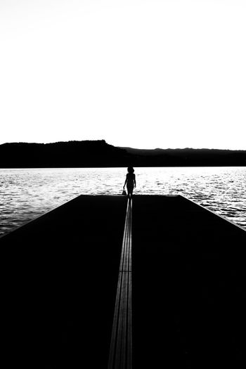 Entre líneas. Womanwhoinspireme Blackandwhite Photography monochrome photography Huaweiphotography Woman Who Inspire You Canong7xmarkii Canonphotography Silueta Antoniolopezphotography Water Nautical Vessel Boat Tranquil Scene