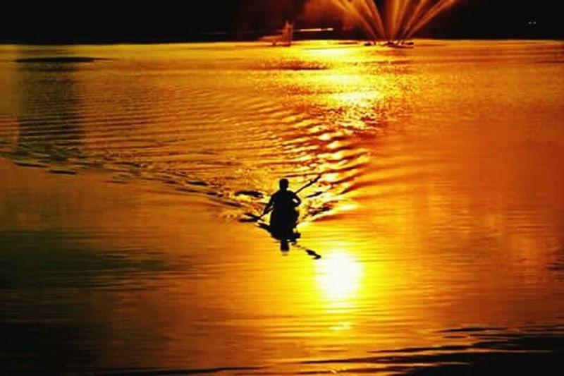 Lake View Lakesunset Lake Sunset Kayak Kayaking Canoe Canoe Lake Dawn Dusk Sky Twilight