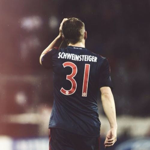 Crack!!! ?? Favoritemidfielder BastainSchweinsteiger Bayern Crack
