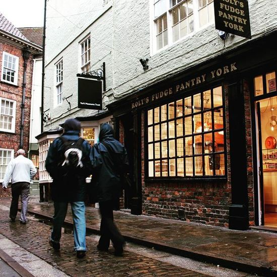 ◻ ROLY'S FUDGE PANTRY ◻ is a nice little sweets shop next to a chocolate factory in York / England 🍫 England York Chocolate Chocolatefactory