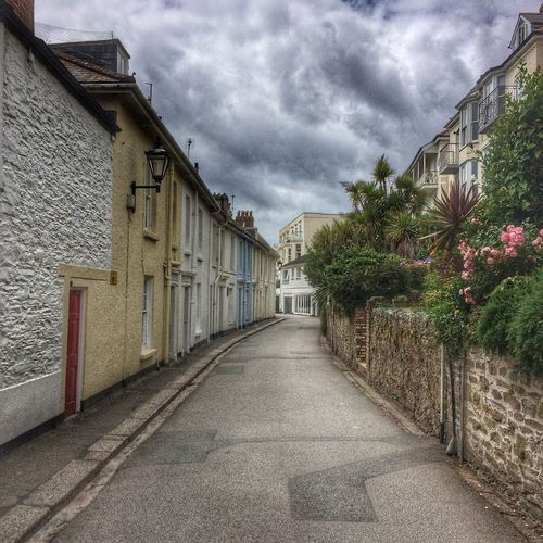 Architecture Building Building Exterior Built Structure Cloud Cloud - Sky Cloudy Diminishing Perspective Empty House Long Narrow Residential Building Residential Structure Road Sky Street The Way Forward Vanishing Point Walkway