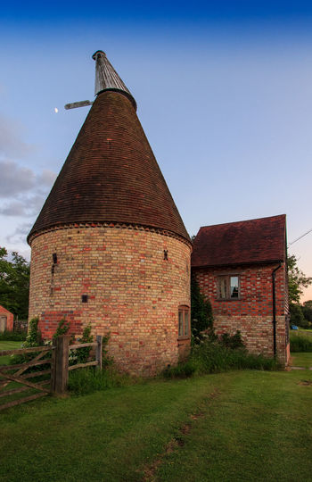 Oast House,Garden of England, Kent, England. Plant Nature No People Built Structure Architecture Building Exterior Outdoors Building Hops Beer Brewing Travel Destinations Tourism Caravan Rural Scene Countryside EyeEm Gallery Vivid International Getty Images Architecture Iconic Buildings Sky Grass Old Day Field Cloud - Sky Factory Land History Brick Industry Abandoned