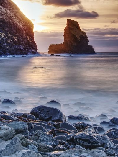 Rocky coast of sea. slow shutter speed for smooth water level. visite isle of skye in scotland