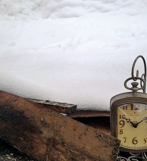 Clock Cold Temperature Minute Hand Nature No People Outdoors Snow Time Winter