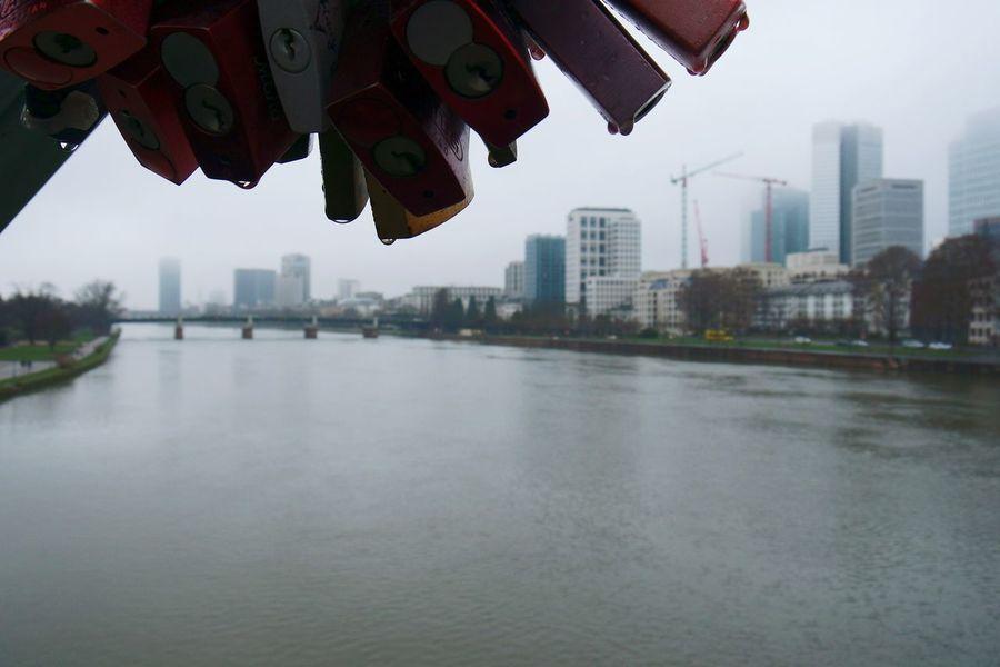 am eisernen Steg....lovelocks Showcase: February Love Locks Bridge Love Locks Skyline Frankfurt Skyline Close Up Photographic Memory Full Frame Urban Steel River