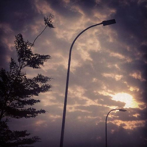 Sore tadi Industry Indonesia_photography Practicedaily Practice Awesome Latepost Sky Light Sun Gradation Trees Lamp Indonesia_photo Sukoharjo Jawatengah INDONESIA Trying komentar kalian sangat berarti untuk terus belajar ,