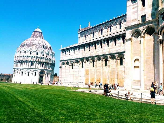 Tourists travelling at campo dei miracoli