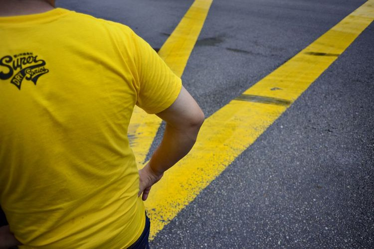 V Yellow Agoesalwie Agoes2018 Streetmagazine Streetstyle Streetleaks  Streetlife Streetphotography Streetfotomalaysia Ig_street Travelasia Nikon NikonAsia Nikonstreet Nikonmalaysia Witnesstotheinvisible Nikondphotographers Lensculture Nikond750 Iamfullframe EyeEmNewHere Kuala Lumpur Street Photography Minimalist Citylife Colour Your Horizn Yellow One Person People Casual Clothing Street One Man Only Asphalt Adult Outdoors Human Body Part City Lifestyles Road