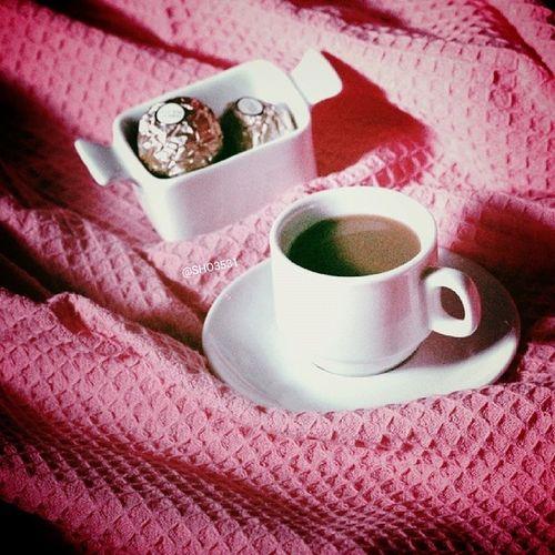 لا أملكُ الكثيرَ من الوقت لأنتظرَ ! ، ولا أستطيعُ السيرَ في صباحٍ يخلو من صوتك  ، عليكِ أنْ تُدركي ذلك ، وعليكِ التفكيرَ معي  *