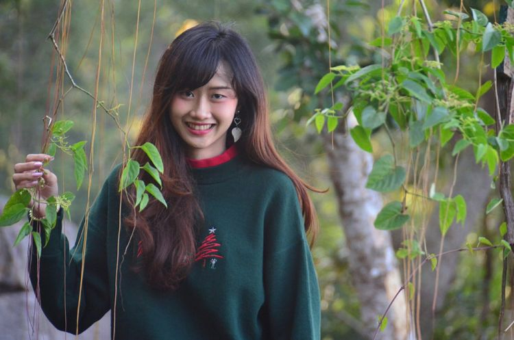 Nature Beauty Happiness People Smiling Outdoors Tree Day Nature Photography Beauty In Nature Cute Photography Cool EyeEm Selects Love Beautiful Woman Seasons Change Naturelover Happy Time Cool Day Christmas Day Thailand EyeEm Women Enjoy Perspectives On Nature