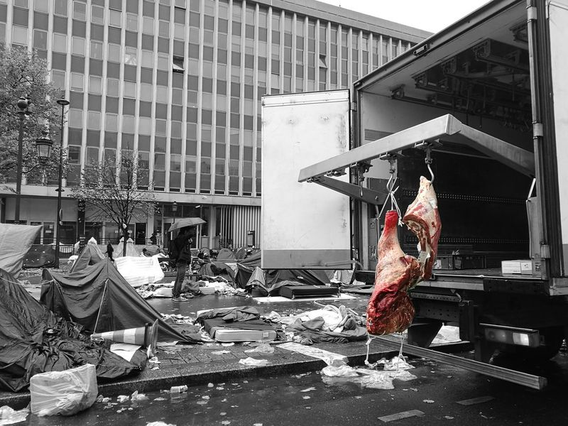 Hygienic Hygiene Meat Adventure Meat! Meat! Meat! Livraison Viandemorte Viande Boucherie Black&white Migrants Migrants Crisis Adventures In The City The Street Photographer - 2018 EyeEm Awards