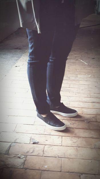 Nogi Lustro Buty Zdjecie Photo Of The Day Mirror Legs Shoes Coat