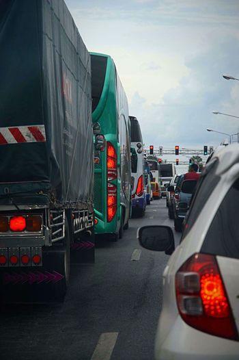 • Stop • Bouchons Embouteillage Urban Life Urban Geometry Urban Landscape Urbanphotography Cars Bus Voiture Autos Feu Feux Rouges