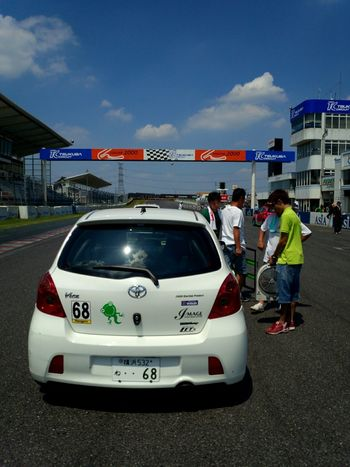 TMSC VITZ/NO-TEC スタートグリット Circuit Tukuba Race Car