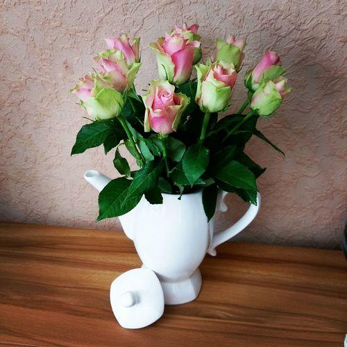 Danke Boss ! 😮💐 Flower Flower Arrangement Bunch Of Flowers In Bloom Flowersoftheday Thankful✨ Roses🌹 Roses As A Gift ThankYouBoss Decoration