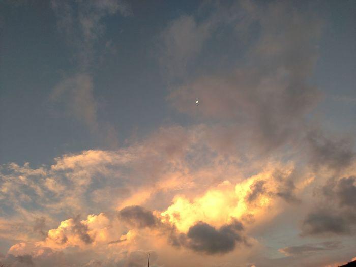 Nofilter Nuvens Em Chamas Fimdetarde🌄🌇 Lua