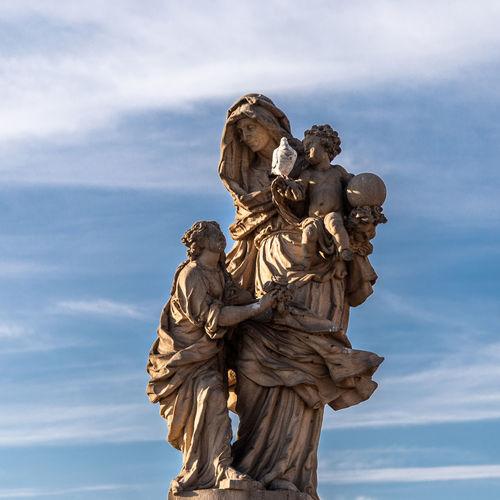 Madre; me han cagao Art And Craft Sculpture Statue Human Representation Representation Male Likeness Female Likeness