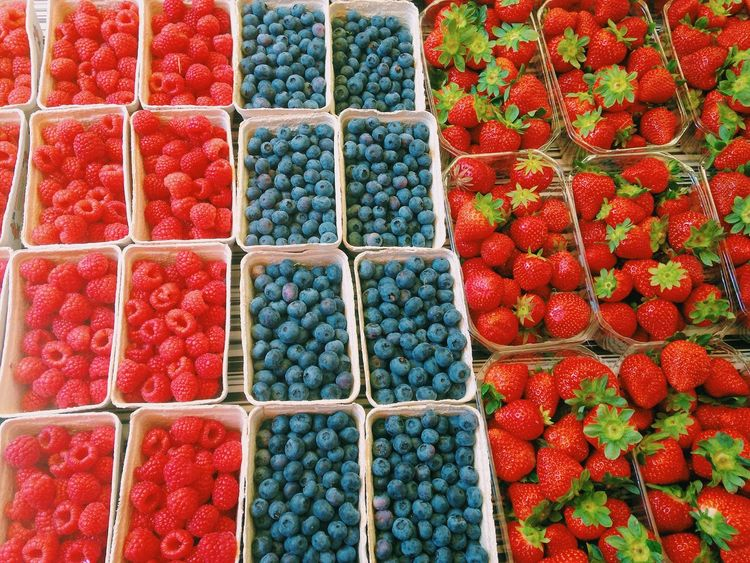 the sweet season//. Arrangement Backgrounds Berries Blueberry Colorful Food Foodie Foodporn Fresh Freshness Fruits Market Nature Order Pattern Raspberry Red Repetition Season  Side By Side Spring Strawberry Sweet Fine Art Photography Beautifully Organized Summer Exploratorium