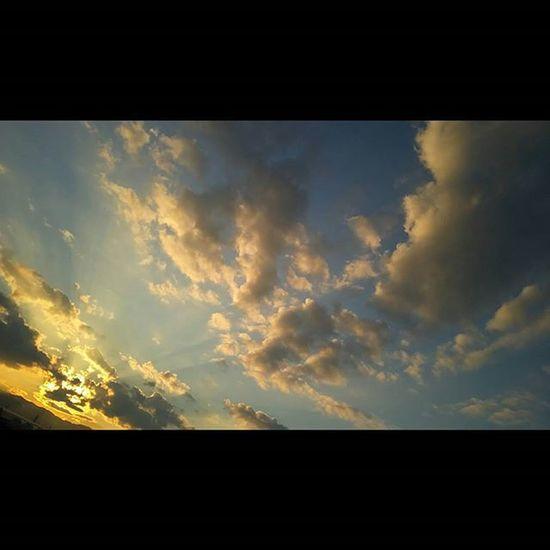 おつかれさまです。 空 Sky イマソラ ダレカニミセタイソラ Team_jp_ Japan Instagood 景色 Scenery 自然 Nature Icu_japan Ig_japan Ig_nihon Jp_gallery Japan_focus Sunsets Sunset 夕方 夕陽 Sunsetlovers
