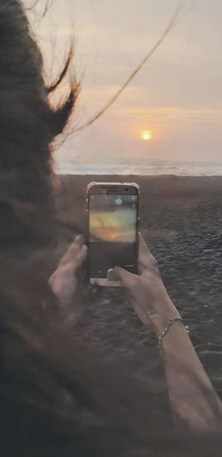 love sunset Girl Girlfriend Love Laugh Human Hand Photo Messaging Photography Themes Technology Wireless Technology Sunset Photographing Device Screen Sea Mobile Phone Shore Scenics Horizon Over Water Digital Single-lens Reflex Camera Wave Surf Ocean Silhouette Beach Seascape