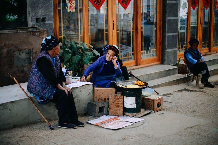 In an anxious mood Anxious  Ethnic Minority Ethnicwear Dali Yunnan Yunnan Talking Pedlar Street Friends