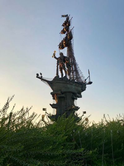Famous Place Low Angle View Human Representation No People Representation Sunset Architecture Sculpture Statue Art And Craft Sky Moscow Muzeonpark Muzeon Russia My Sky Architecture Statue Low Angle View
