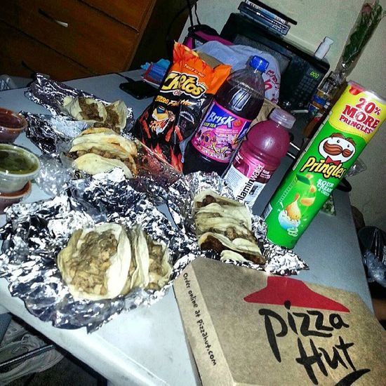 Being a couple of fatties you know just Tacos Brisk Vitaminwater Hothotcheetos pringles asada alpostor pollo chicken carnitas pizzahut hotwings bombdotcom mysaturdaynight chillnights @peaceloveramos @mmadridtpa