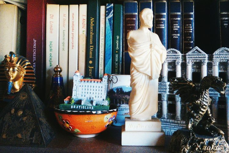 Knowledge and travel Hypocrates Bookshelf Books Traveling