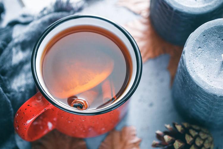 Close-up of cinnamon and lemon slice in black tea