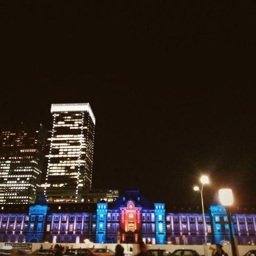 大正浪漫の色彩。 東京ミチテラスへ😃💞 警備員さんが、 <みなさんの東京駅は逃げません!!押さないで> って言ってる(*´艸`*) Vscocam Tokyostation Japan Tokyo Winter 東京ミチテラス Winterscenery Illumination LoveTokyo Tgif