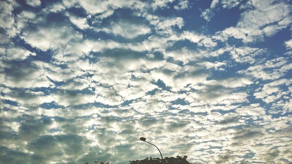 Good morning Monday! Beautiful clouds 💭☁⛅ Photo Shoot Photography Taking Photos Monday Hotweather Goodmorning Onmywaytowork Great Day