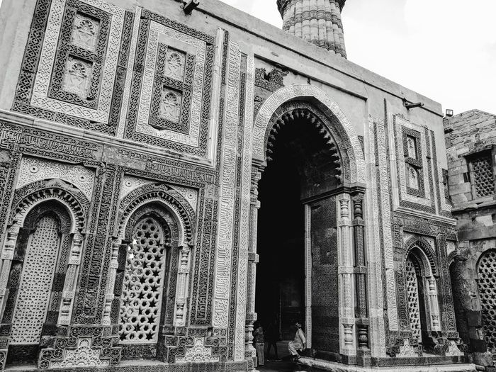 Black and White Historical Gateway and Tower 🗽🗼 Architecture History Built Structure Low Angle View The Past Ancient Travel Destinations Building Exterior Architectural Column Ancient Civilization Historical Monuments Historical Architecture Historical Place Nexus 6p Photography 3XSPUnity Mojo-Jojo PatelMohit Photography Iloveyoujyotsna♥️ Muaaahhhh😘😘😘💋💋💋 Qutub Minar, New Delhi