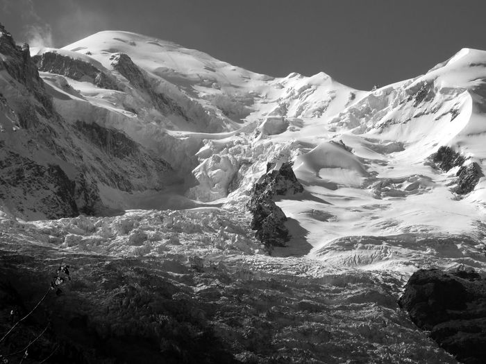 Mont-Blanc, glaciers supérieurs Bnw_cold Bnw_friday_eyeemchallenge Snow Winter Nature Cold Temperature EyeEm Nature Lover Mountain Peak Snowcapped Mountain Idyllic Mountain Beauty In Nature Mont-Blanc