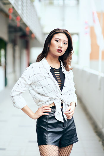 One Person Three Quarter Length Young Adult Beauty Standing Real People Beautiful Woman Young Women Women Front View Adult Architecture Focus On Foreground Lifestyles Portrait Looking At Camera Day Casual Clothing Hairstyle Hair Fashion Outdoors Contemplation