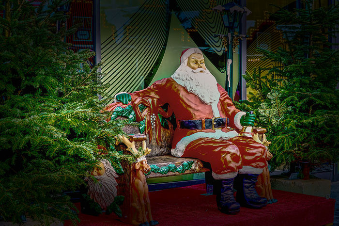 4. Advent Christmas Cultures Day Hdrphotography Kerstmis Multi Colored No People Outdoors Santa Claus Sculpture Statue Weihnachtsmarkt