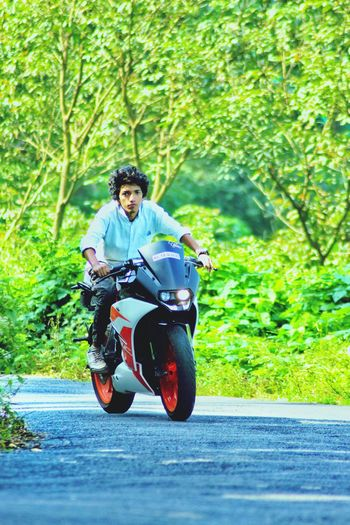 KTM ♥️❤️ . Motorcycle Biker Riding Road One Man Only Adult Day Front View TRENDING  Peace One StEp FoRwArD To Hit The LigHt Ground Eyeemphoto Full Length Crash Helmet Headwear Transportation Mid Adult Men Helmet Outdoors People Speed One Person Only Men