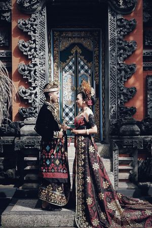 INDONESIA Culture And Tradition #prewedding Indonesia Photography  Balinese Prawedding Full Length Real People Indoors  Standing Day Architecture Moments Of Happiness