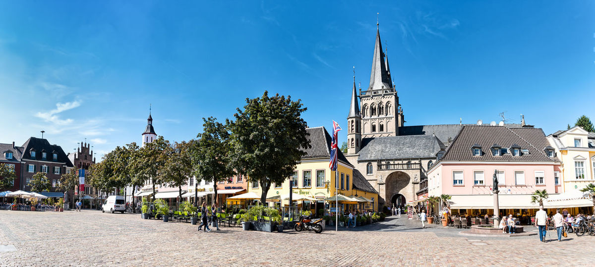 XANTEN, GERMANY - SEPTEMBER 07, 2016: Unidentified individuals enjoy the scenic marketplace with St. Victor's Cathedral - High Resolution - Hyperrealism Architecture Blue Blue Sky Building Exterior Catedral Catedrales City Cityscape Colorful Day Germany High Resolution History Hyperrealism Photography Market Place No People Outdoors Panorama Place Of Worship S Sky Sun Travel Destinations Tree Xanten