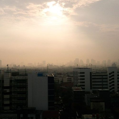 Jakarta in the morning... Kamera by @sonyxperiaz Taken by @agung_ady Locate @jakarta Fotografia Fotograferamatiran Sonyxperiaid Potoaingkumahaaing Instanusantara Instanusantarafeed Landscape