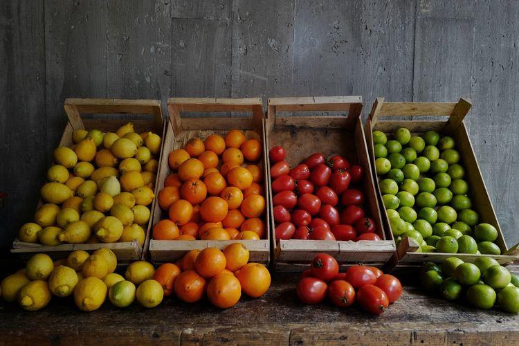 Eat Food Fruit Indoors  Lemon Lime No People Oranges Restaurant Still Life Wood